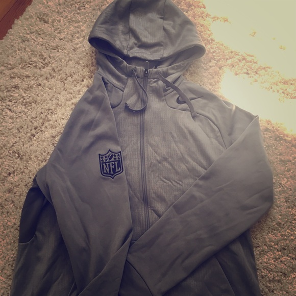 best sneakers 22cdc 33b72 Nike NFL Shield Therma-Fit Grey Hoodie Size L